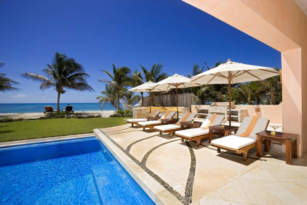 Villa Palmilla Pool Deck View