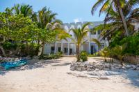 Villa Dos Jaguares, South Akumal, Beachfront villa for up to 12 people